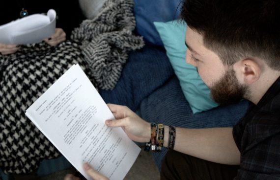 Pechmarie Proben: Thorsten beim Script lesen